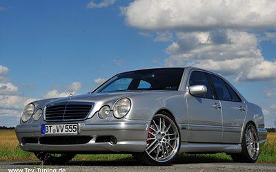 Mercedes Benz E-Klasse (W210) E55 AMG mit 20 Zoll DUE